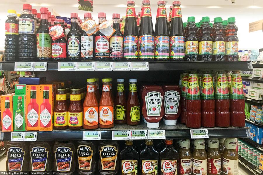 8. Зато нет проблем с соусами. Обычный томатный кетчуп стоит 120 рублей, «Тобаско» — 270 рубле