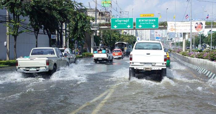 1. Таиланд Ежегодно в этой стране под колесами на 100 тысяч населения погибает 44 человека, причиной