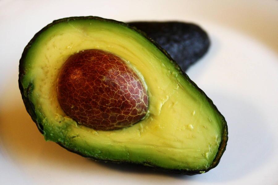 8. По распространенному мнению, в холодильнике авокадо быстрее дозревают и становятся вкуснее. По пр