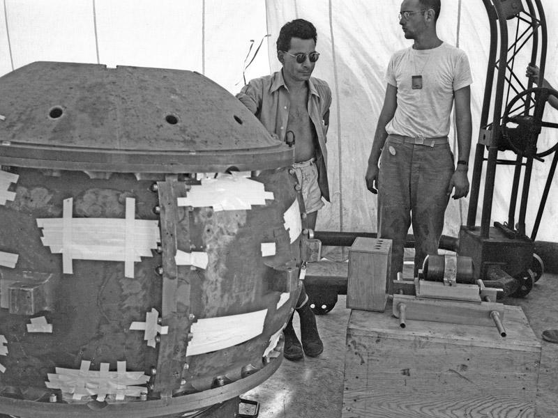 Луис Слотин — американский ядерщик, который погиб во время собственного эксперимента с критической т