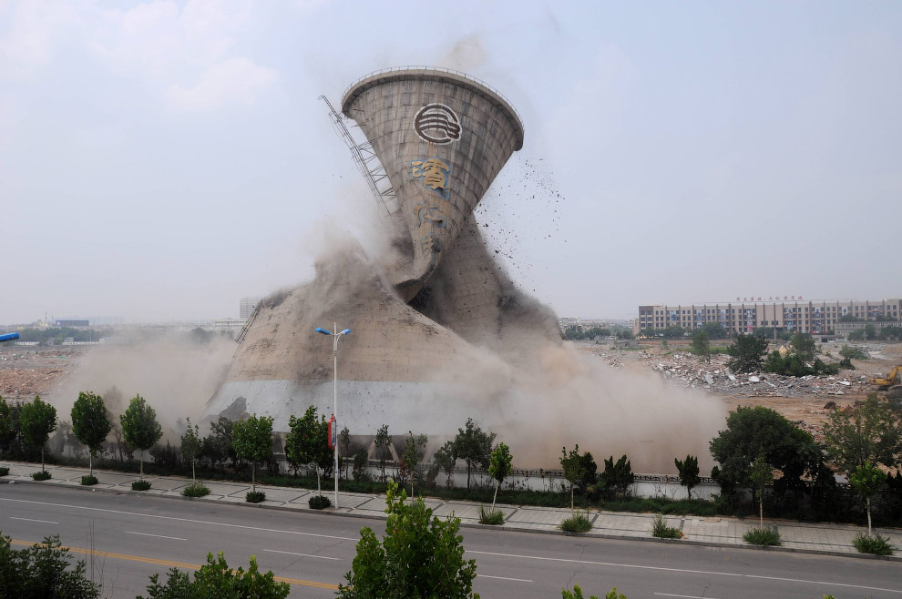 11. «Взрыв в Китае номер один» с другого ракурса. Китай, 22 мая 2005. (Фото Reuters):