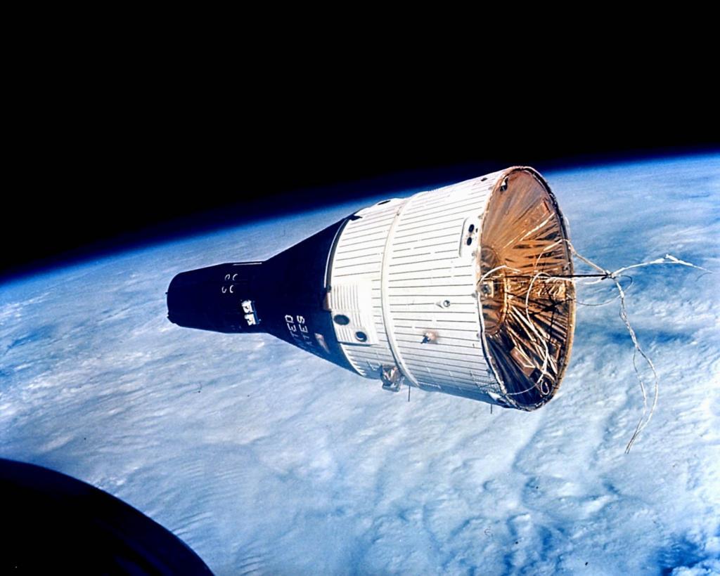 Пилотируемые космические корабли (16 фото)