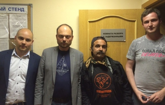 Членов ПАРНАС задержали навстрече сизбирателями вПетербурге