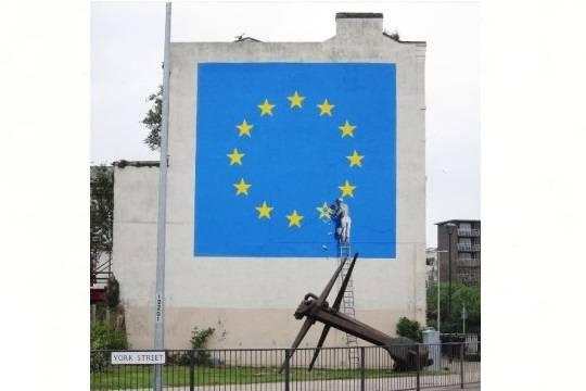 Бэнкси нанес настену вДувре флаг европейского союза всего с11 звездами