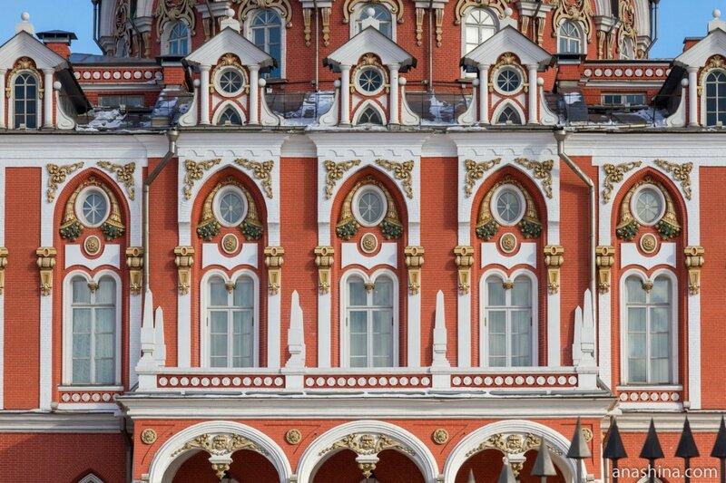 Окна в стиле барокко, Петровский путевой дворец