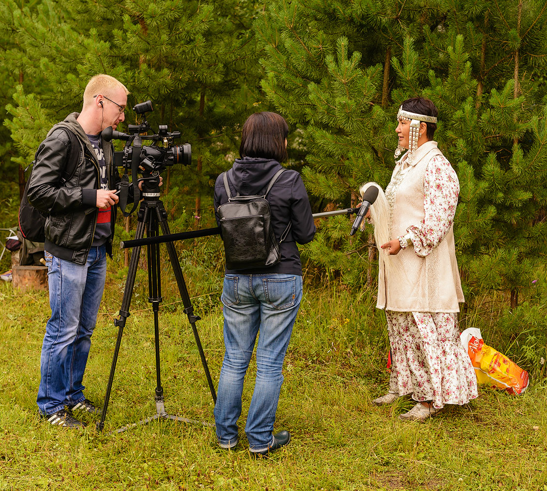 Фото 4. Репортёры интервьюируют гостью из Якутии. 1/100, -0.67, 320, 52.