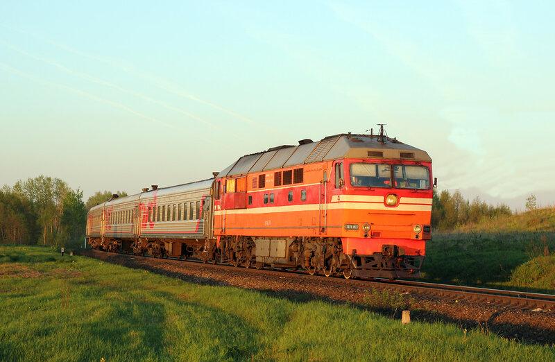 ТЭП70-0127 с поездом 667 Великие Луки - СПб на перегоне Воробецкая - Гущино
