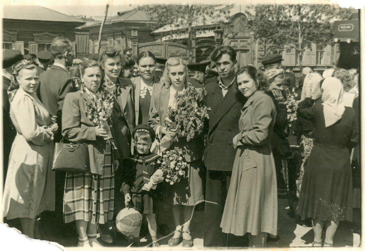 1954. Челябинские железнодорожники на демонстрации по случаю 300-летия воссоединения Украины с Россией, Челябинск
