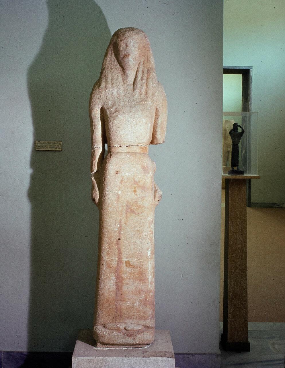 Афины. Национальный археологический музей. Статуя Артемиды Делоской. Обет Никандра из Наксоса. До 650 г. до н.э.