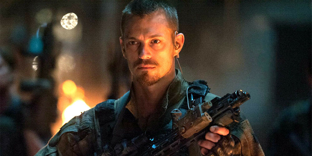 Joel-Kinnaman-as-Rick-Flag-in-Suicide-Squad-movie.jpg