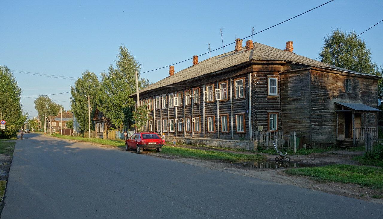 барачный дом из бревен