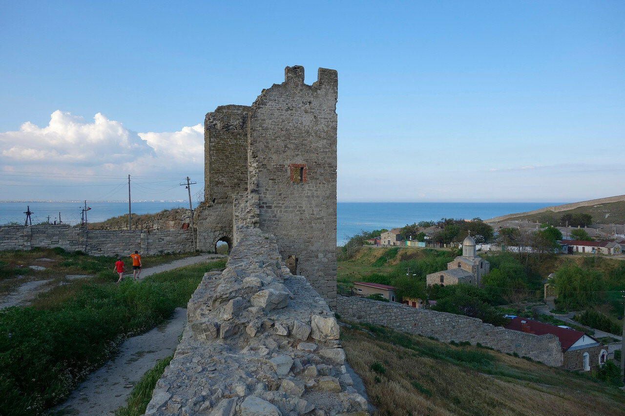остатки крепости Кафа - башня, стена