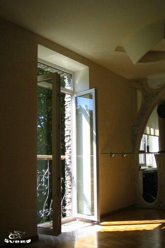 012. холл, интерьер, французский балкон, окна в пол