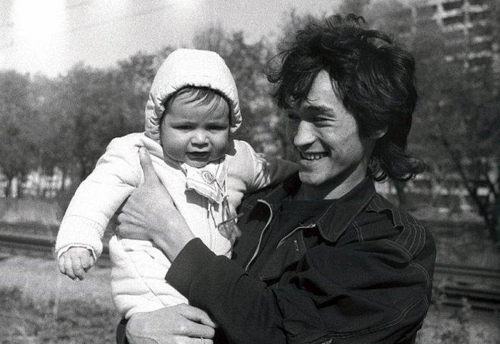 26. Виктор Цой с сыном
