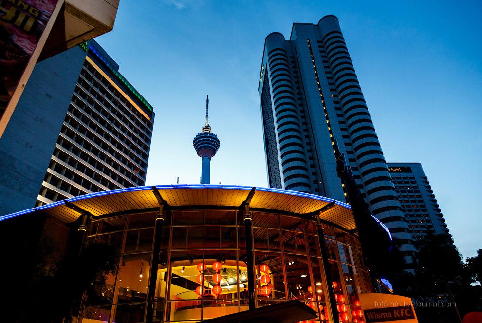 20. Главный символ Куала-Лумпура — это всем известные башни Петронас. По истине шедевр инженерн
