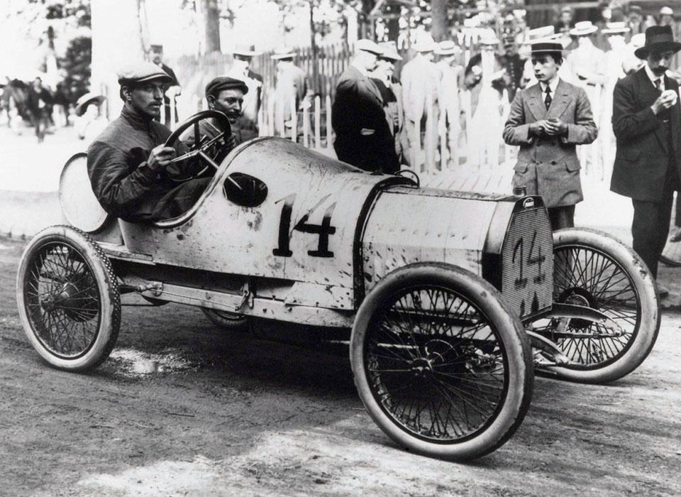 6. Bugatti type 13 (1910) Свое первое транспортное средство — квадроцикл с четырьмя (!) мотора