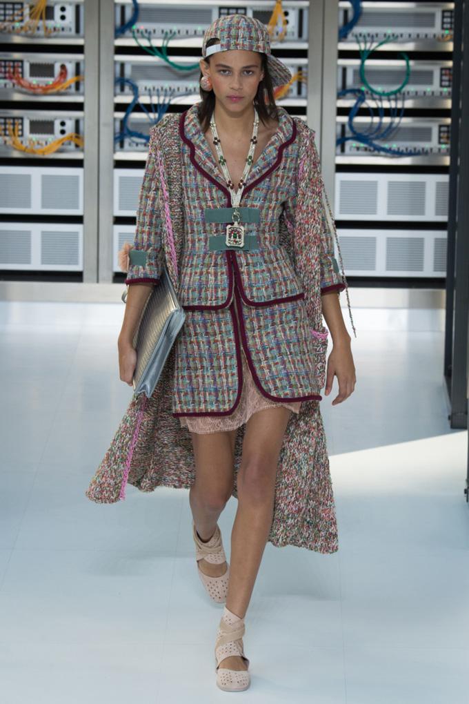 Неделя моды в Париже: Chanel весна 2017