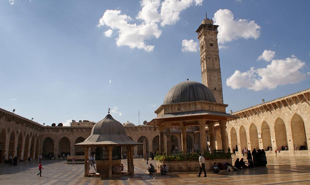 3. Цитадель Алеппо, расположенная в центре г. Алеппо на севере Сирии, 2009 год. Наиболее значим