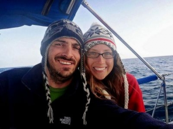 Эта пара бросила свою работу, чтобы путешествовать по миру, но сейчас вынуждена мыть туалеты (10 фото) (11 фото)