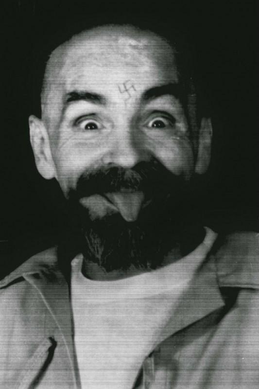 Американский преступник и убийца, лидер коммуны «Семья», которая в 1969 году совершила ряд жестоких