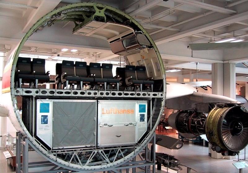 6. Пассажирский самолет ( melbourneer.com )