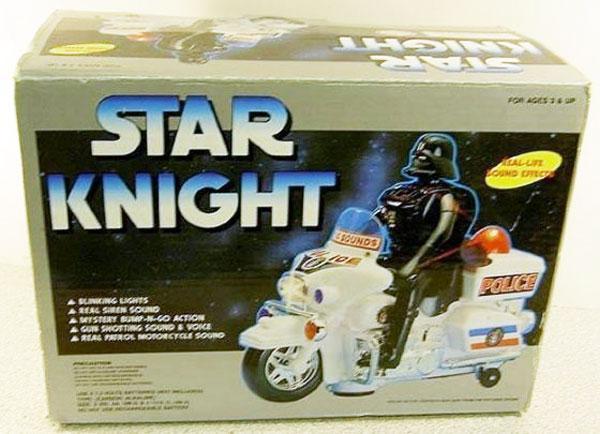 Звездный рыцарь на полицейском мотоцикле рассекает по звезде смерти.