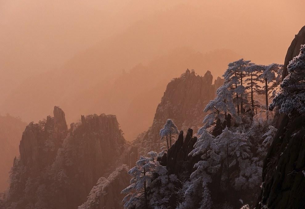 Также смотрите « Горы Хуаншань: Аватар на Земле » и « Гора Хуашань ». (Фото ):