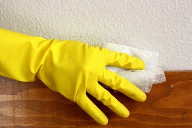 Используйте антистатические салфетки для чистки любых поверхностей: плинтусов, экрана телевизора или