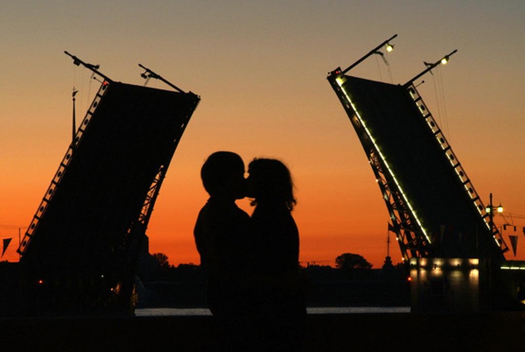 Романтика в призрачной дымке тумана: туры для влюбленных в Петербург