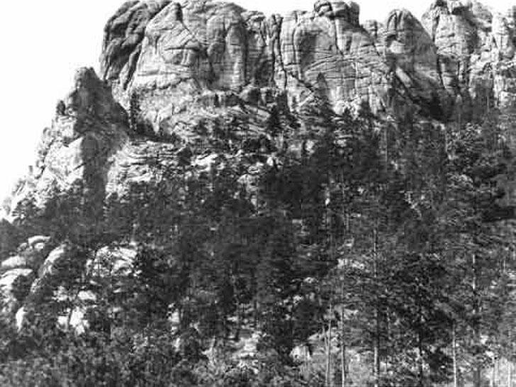 Гора Рашмор в 1905 году. Когда-то индейцы лакота, населявшие эту местность, называли гору «Шесть пра