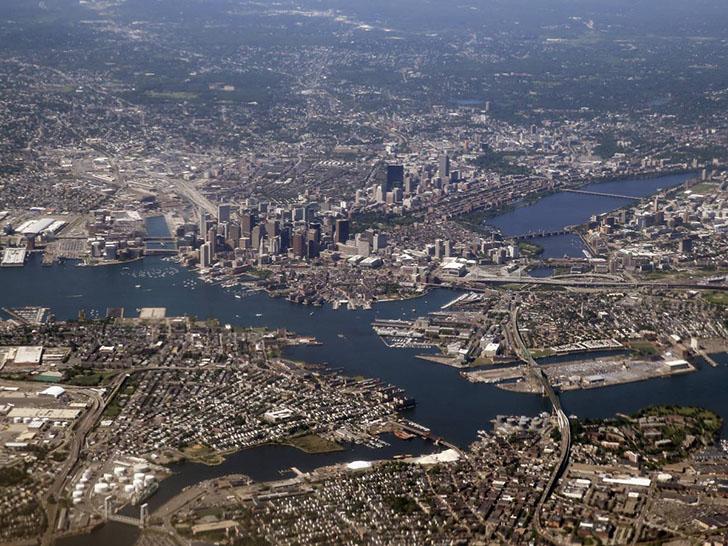 Бостон сегодня. Основанный колонистами-пуританами в 1630 году, Бостон стал первым в США городом, где