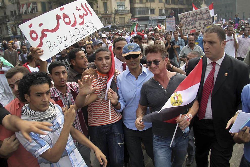 1. 30 сентября 2011 года актер пополнил ряды демонстрантов, выступающих в поддержку свержения египет