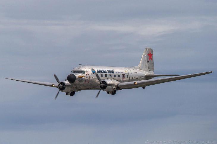 1. Первым в 15:53 прилетел С47 «Алексей Леонов» и сделал проход над полосой с приветственной чайкой.
