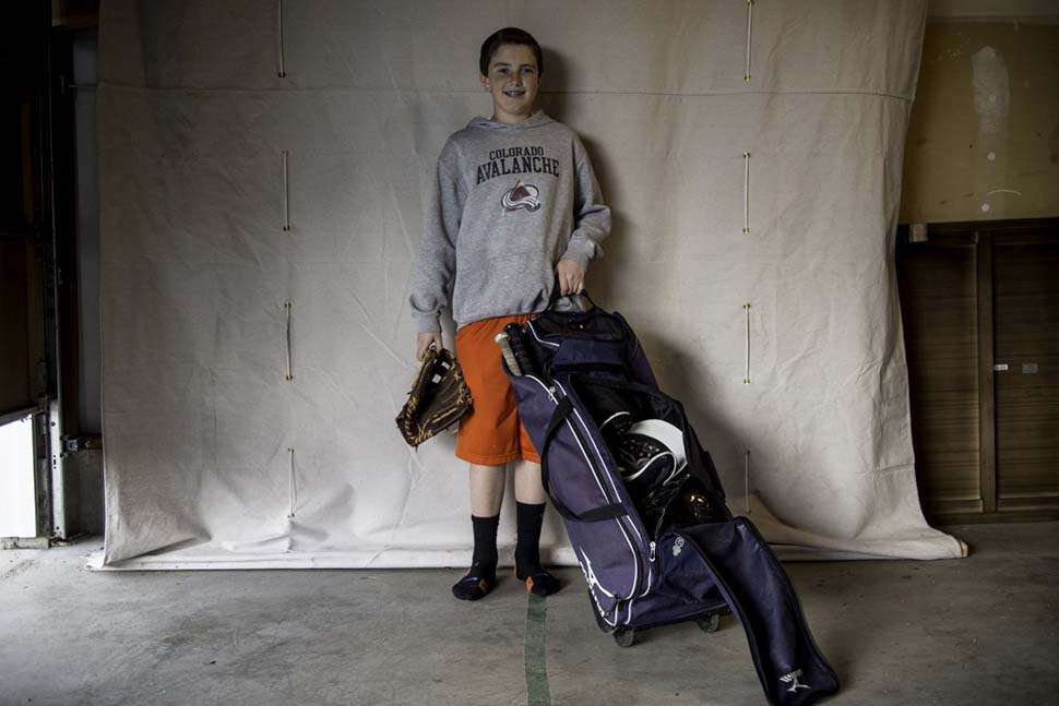 США, семейный доход — 4650 долларов на взрослого в месяц. Любимая игрушка — бейсбольное снаряжение.