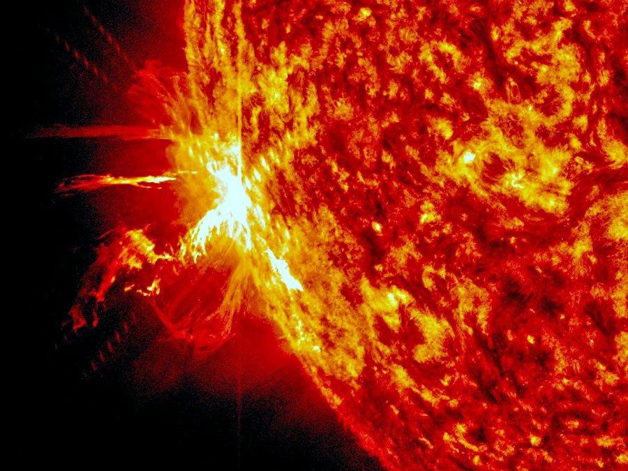 Вспышки наСолнце обойдутся США в $40 млрд вдень— Ученые