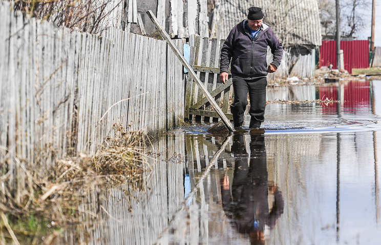 Под Тюменью граждан микрорайона Ишима эвакуировали из-за паводка