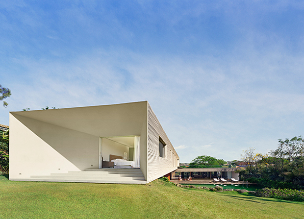 Casa Piracicaba by Isay Weinfeld