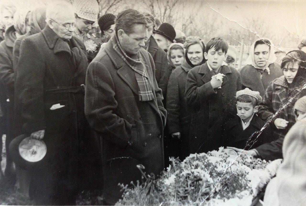 Похороны мамы, октябрь 1964 год, Воронеж.