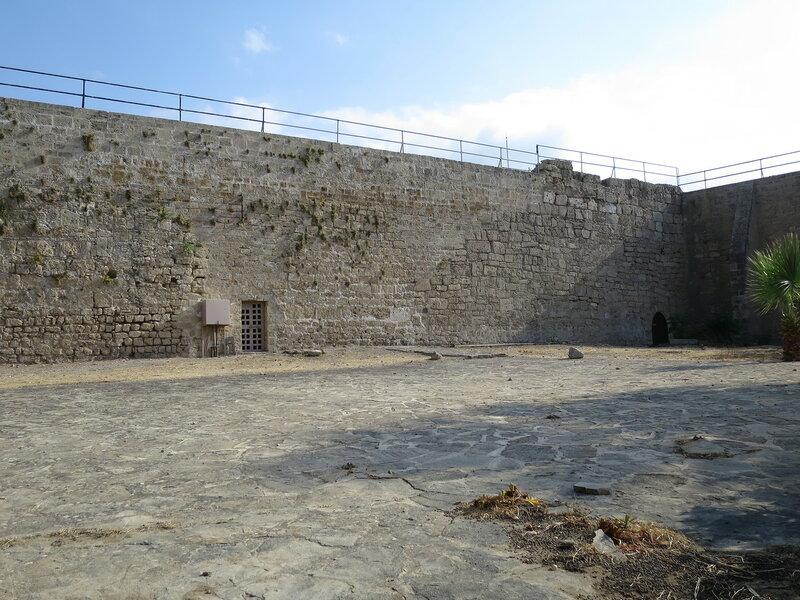 Южная стена со стороны внутреннего двора