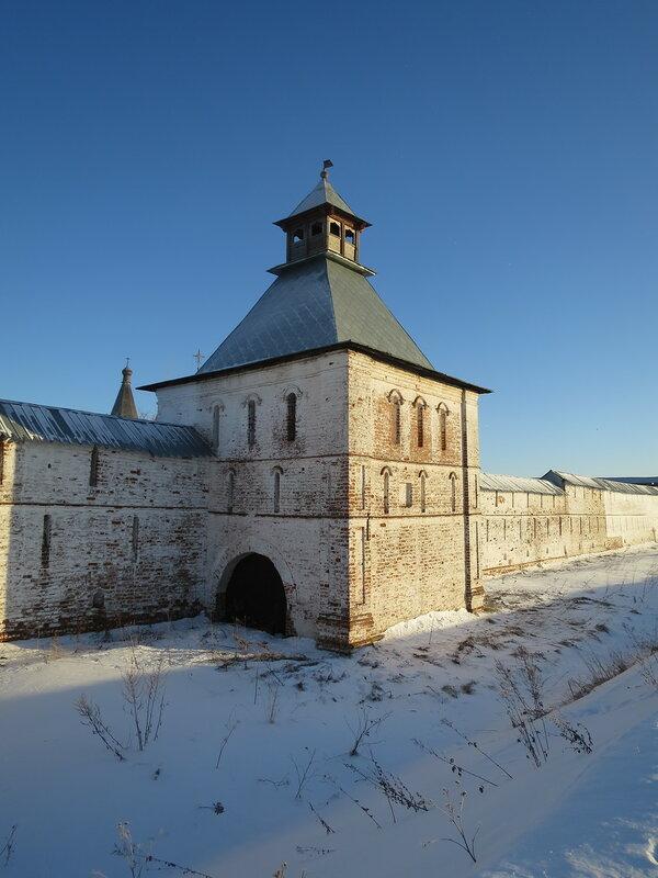 Спасо-Прилуцкий монастырь. Водяная проездная башня