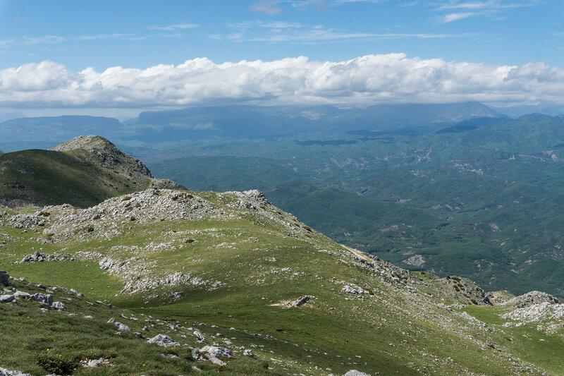 пейзаж на вершине горы Митсикели (Mitsikeli, 1810) с горой Тимфи (Timfi)