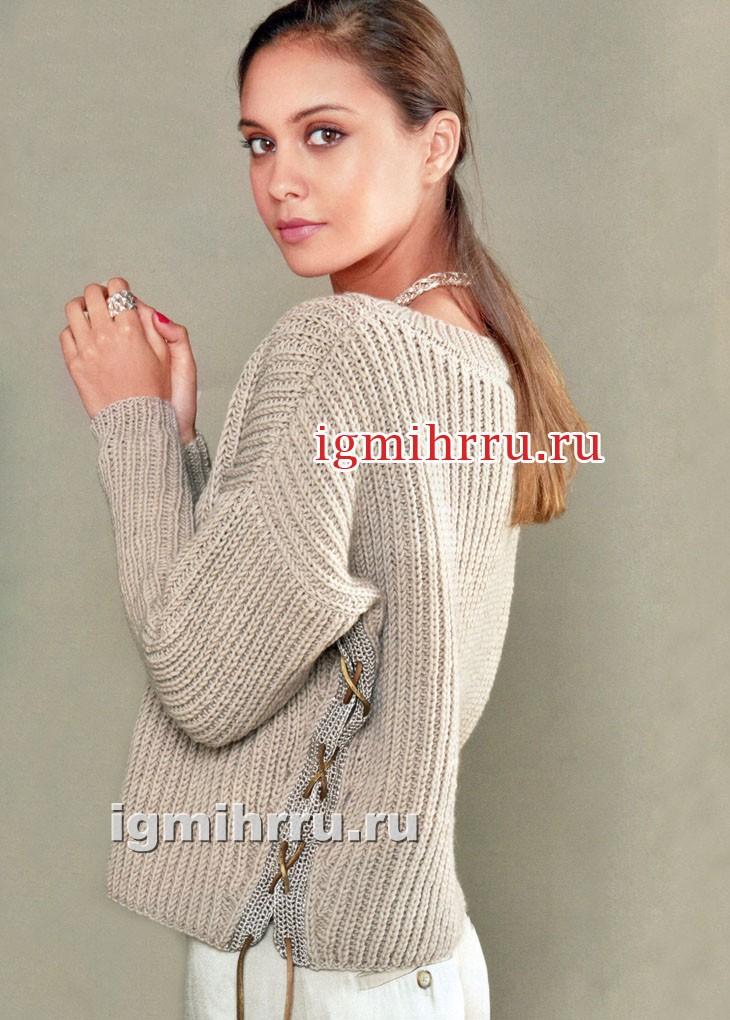 Бежево-золотистый пуловер из жемчужной резинки, со шнуровкой по бокам. Вязание спицами