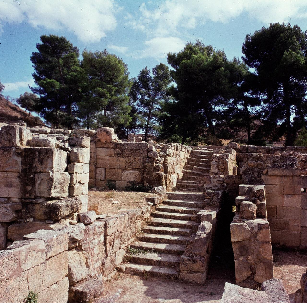 Крит. Агиа Триада. Дворец минойской эпохи. Лестница в западном крыле
