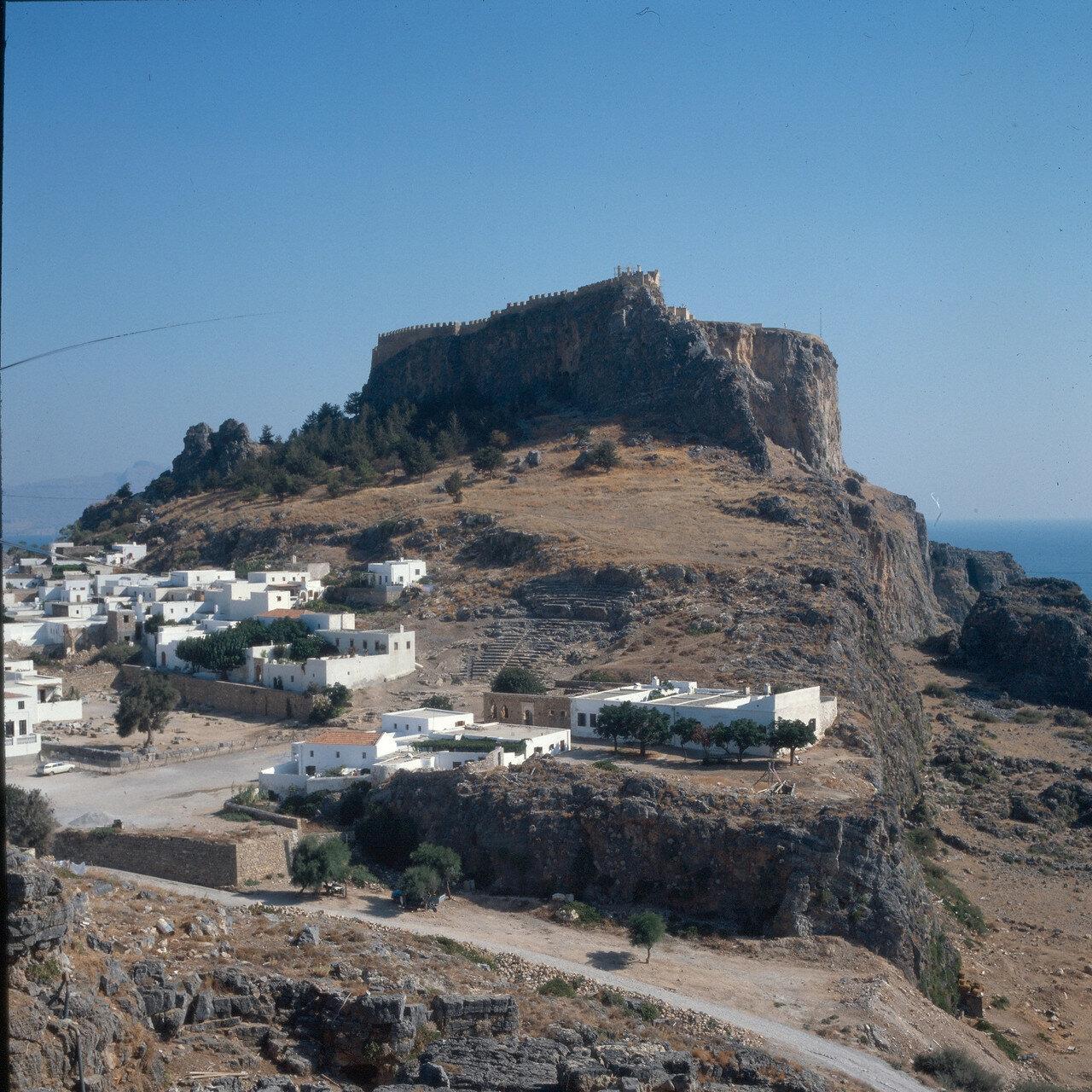 Линдос. Акрополь, на крутом склоне древний театр