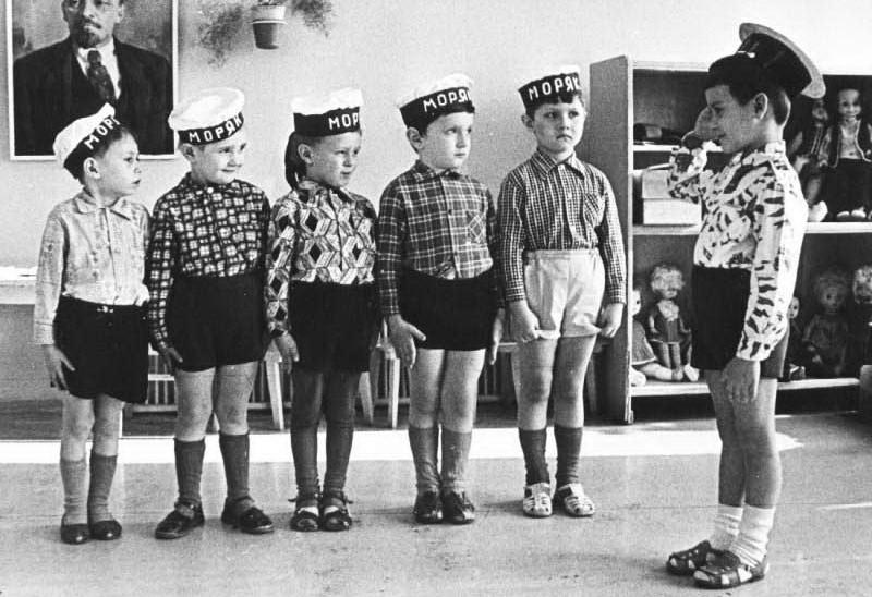 4. Все мальчишки хотели быть моряками, капитанами и космонавтами.