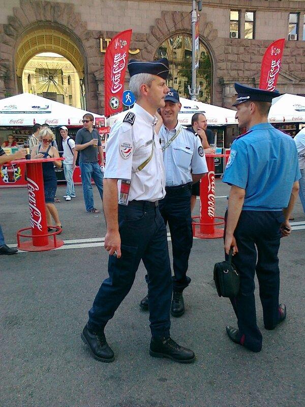 Французская полиция помогает украинской милиции на Евро 2012