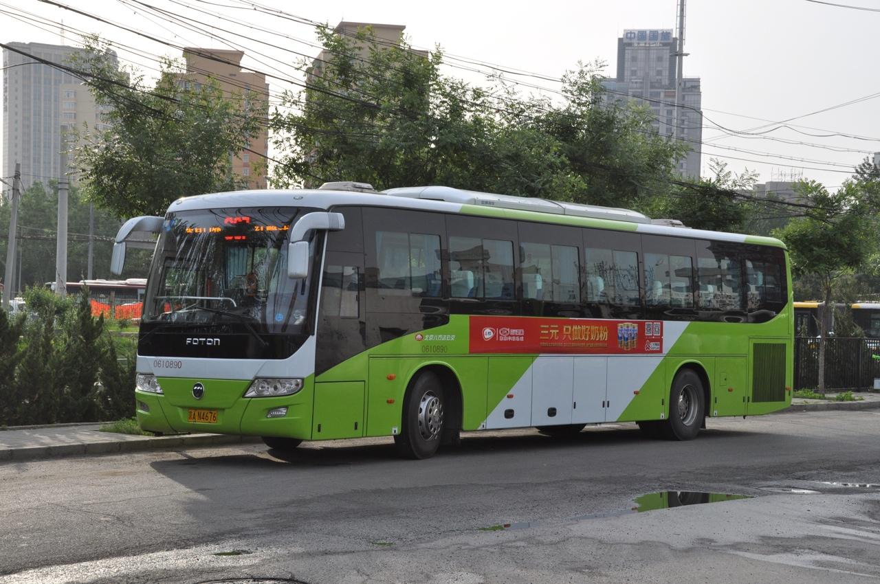 Примерно такой автобус теоретически возит к Стене