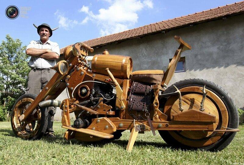 Работающий мотоцикл из дерева