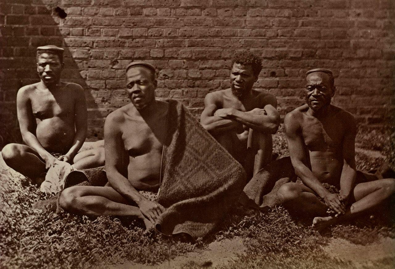 Мужская обслуга Кечвайо в 1879