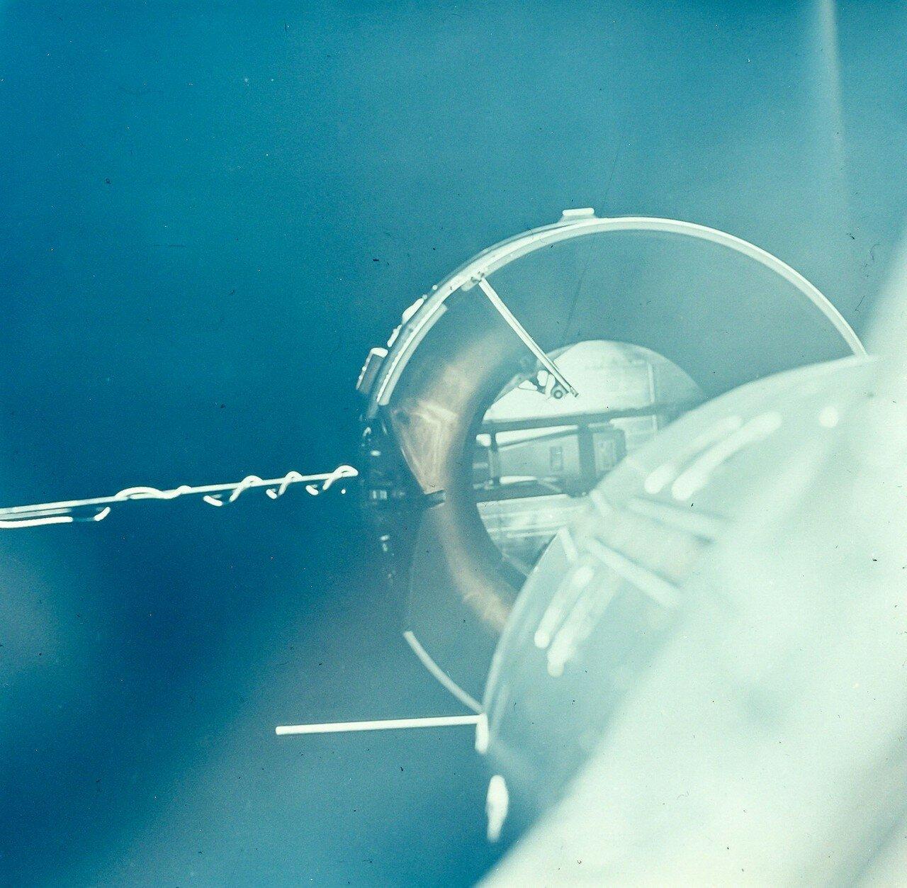 1966, март. Автоматическая система подвела «Джемини» к «Аджене» на расстояние порядка 46 метров, при околонулевой скорости кораблей относительно друг друга; с этого момента окончательное сближение и стыковка выполнялась в ручном режиме.